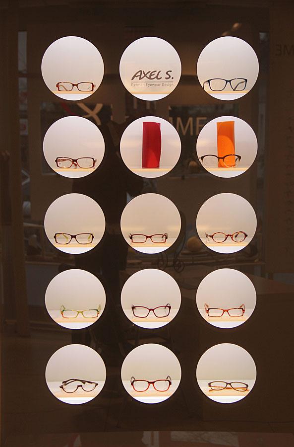 Moderne Brillenauswahl bei Optik Fromme in Rastede